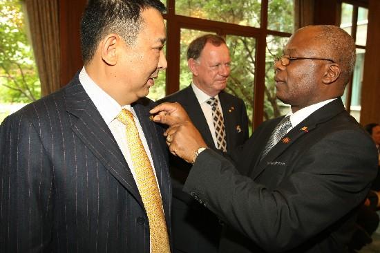 喀麦隆总统访华期间会见四川汉龙集团董事长刘
