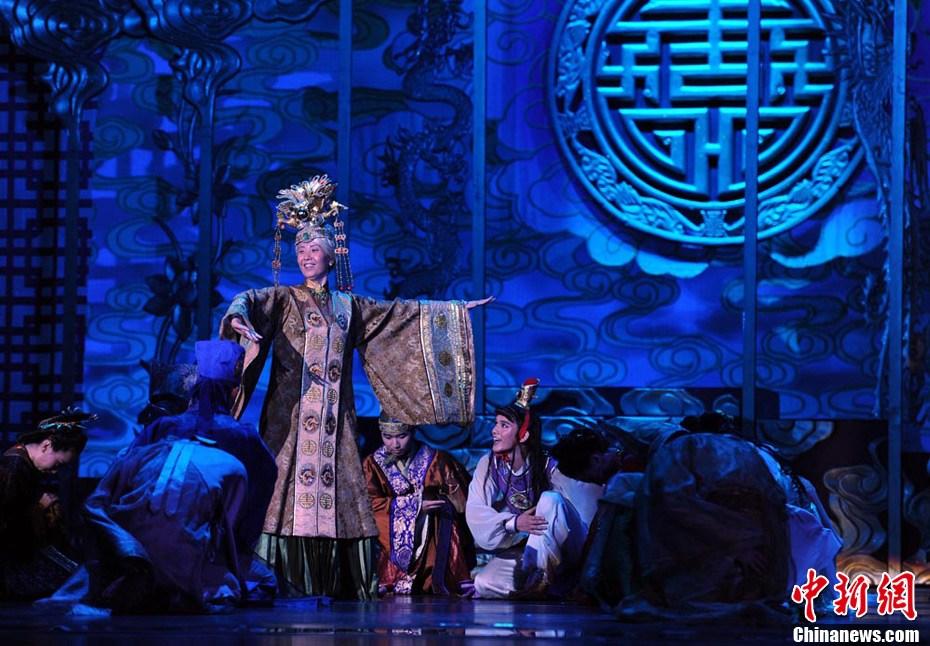 红楼梦中刘姥姥三进_乌鲁木齐上演大型民族舞剧《红楼梦》(组图)-搜狐滚动