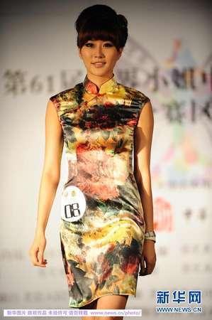 中国著名模特,秀导毛毛小姐作为走秀训练的培训老师;绯闻造型创始人图片