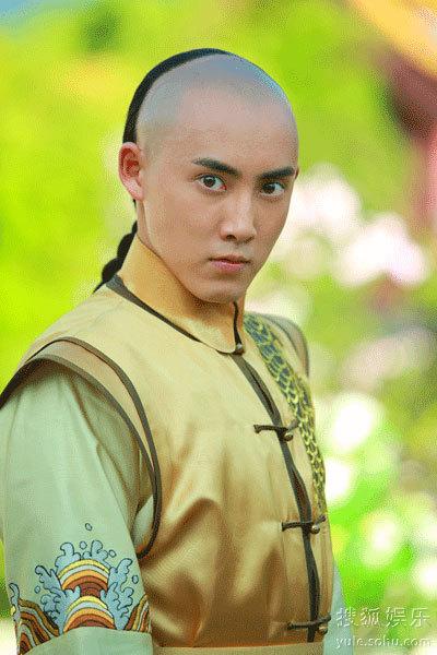 张睿回到了北京,他内心几经挣扎后决定还是去一趟新《还珠格格》剧组.图片