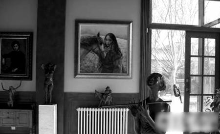 家中的名画雕塑不计其数