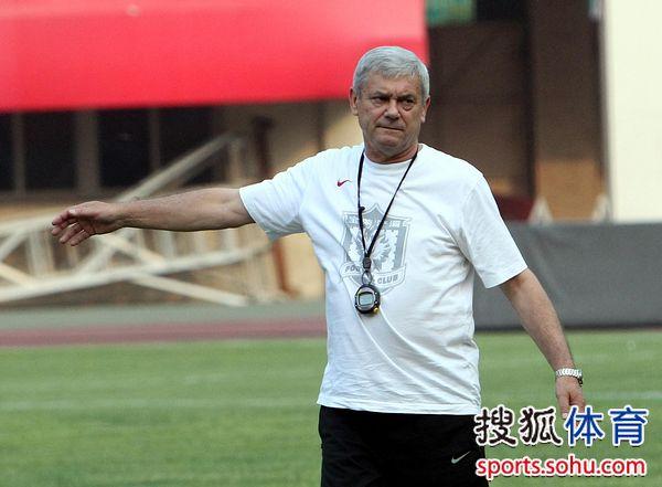 图文:[中超]陕西踩场备战 桑尼指挥训练