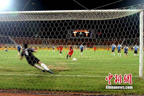 说 明:图为南昌队新外援卡米洛主罚点球破门。刘占昆 摄