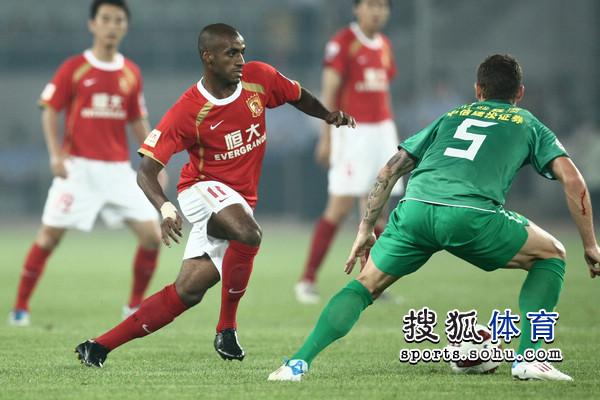 图文:[中超]北京1-1广州 穆里奇大战马季奇