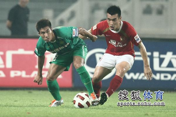 图文:[中超]北京1-1广州 赵源熙PK王晓龙