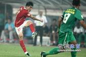 图文:[中超]北京1-1广州 郑智射门