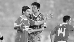 昨晚,领头羊广州恒大客场挑战北京国安,最终双方1比1战平。国安已经15场不败,恒大赛季17场不败。