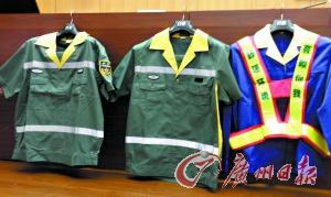 从左到右:2010版城管保洁职员工作服 ,2011革新版城管保洁职员工作服,旧版城管保洁职员工作服。记者莫伟浓摄
