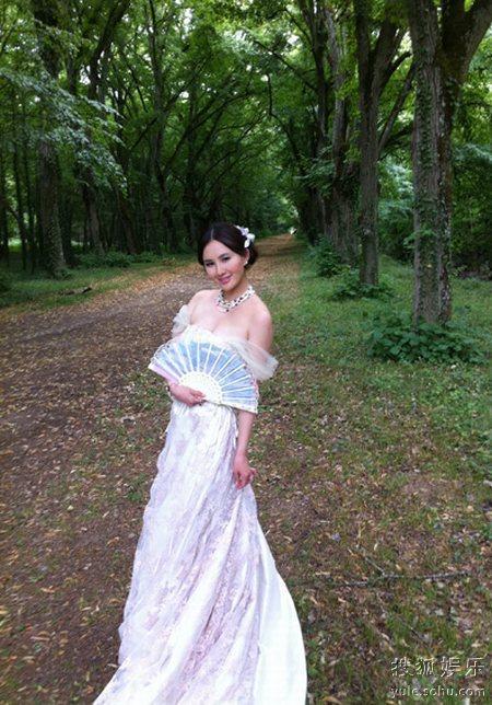 孟瑶曝光的欧洲婚纱照