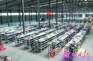 周钦年的网店位于汉口金银湖的货仓。