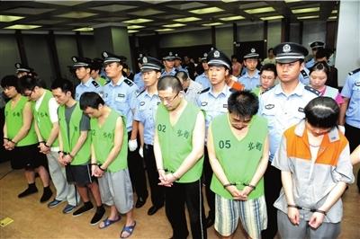 倒卖公民信息的被告人听判。本报记者蒲东峰摄