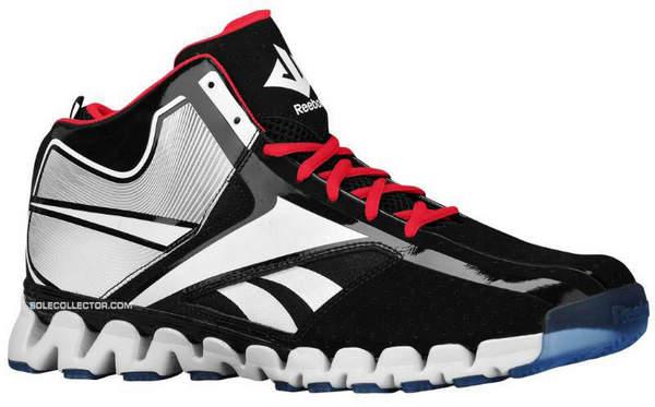 鞋子大面积使用黑色漆皮