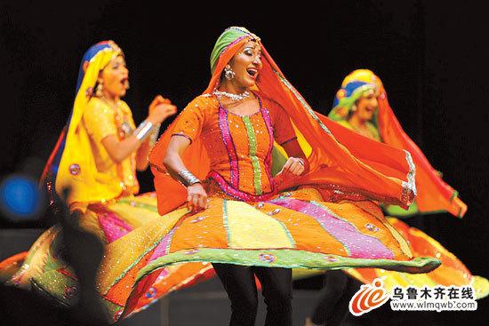 印度宝莱坞舞蹈团女性的民族服饰.治疗方法的感染有效衣原体的演员图片