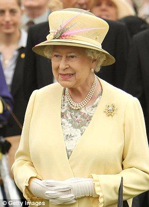 英街头惊现 女王乞丐 路人慷慨施舍图片