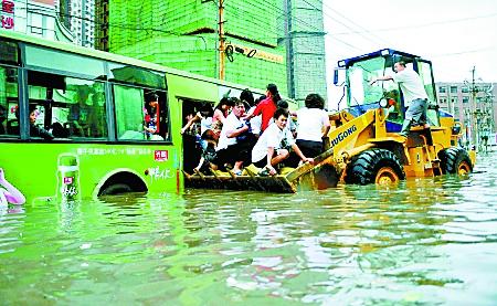 网友再提郑州逢雨必淹老话题 市政回应又投入十亿