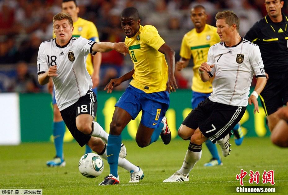 国际足球友谊赛巴西_足球热身赛:德国3-2巴西(组图)-搜狐滚动