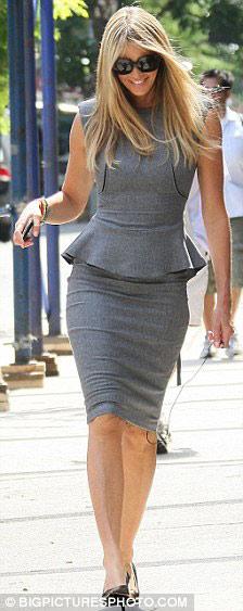 艾拉·麦克弗森-贝嫂衣装影响英国 一袭红裙引得名流效仿图片