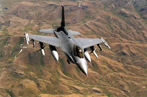 �ycj�f�yk�_资料图:在阿富汗执行巡逻/支援任务的美军f-16cj战斗机