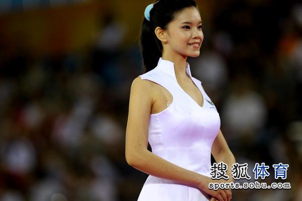 深圳大运会礼仪小姐 标准站姿