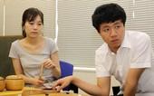 图文:富士通杯半决赛 铃木步与李映九关注比赛