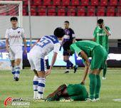 图文:[中超]深圳VS杭州 拉米雷斯受伤倒地