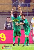 图文:[中超]北京1-0南昌 王长庆双手指天
