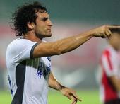 图文:[中超]成都1-1天津 卢西亚诺进球后庆祝
