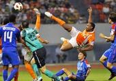 图文:[中超]山东2-0上海 比纳在比赛中