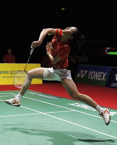 图文:羽毛球世锦赛女单半决赛 王仪涵跃起回球