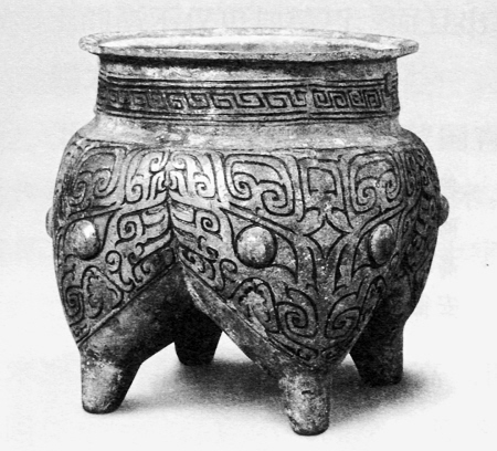 商代中期的四足鬲陕西城固出土。