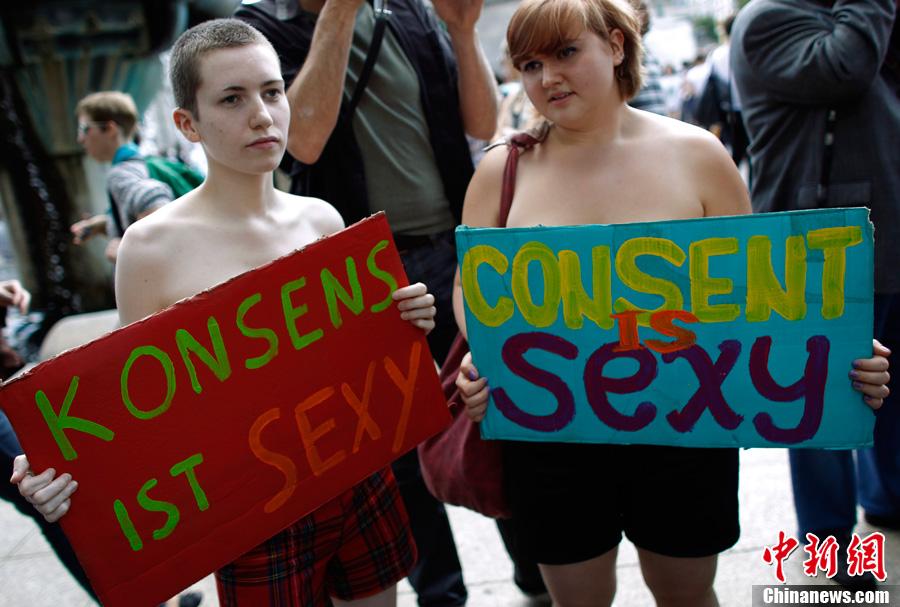 抗议对女性性虐待组图