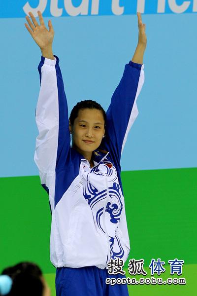 2011年深圳大运会继续进行,在游泳女子50米蝶泳决赛中,中国小将陆滢以