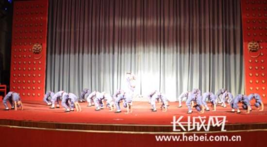 廊坊大厂小朋友表演获金奖节目《红星歌》。长城网 刘振山 摄