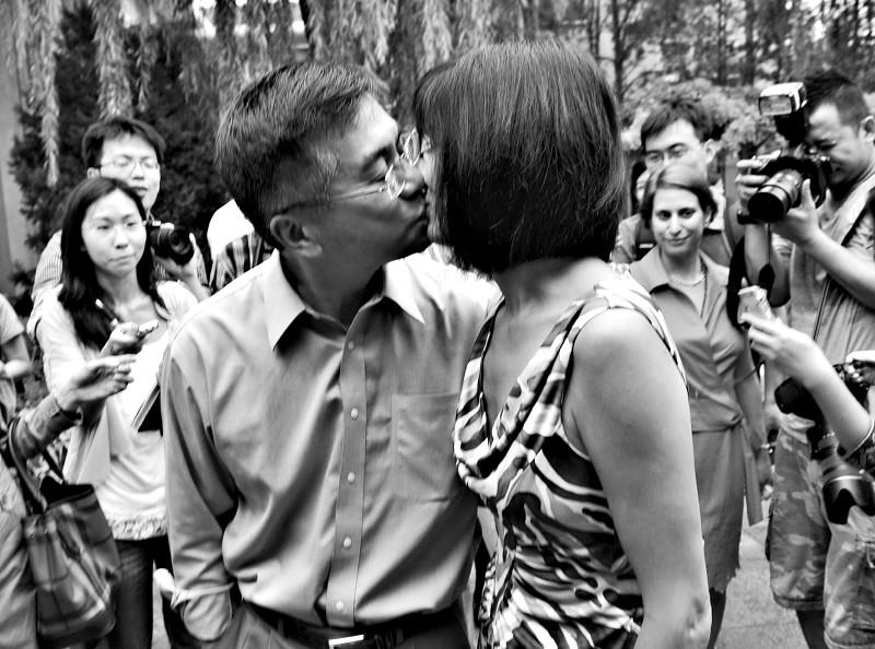 骆家辉妻子 为女儿会中文自豪(图)-搜狐滚动