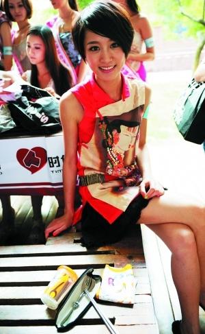 赵荣随身带备水杯、手帕、不锈钢餐具,身体力行支持环保。