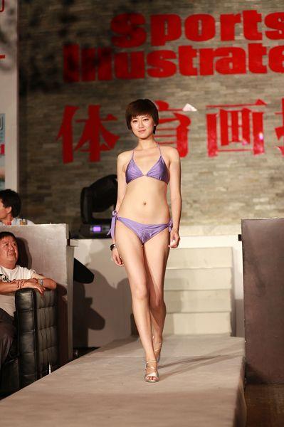 泳装美女模特 2011年08月16日12:13