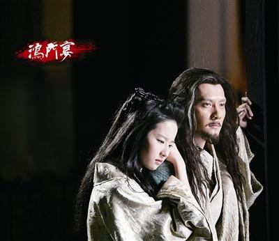 本报讯(记者 高嘉阳)一直低调拍摄的《鸿门宴》进入后期制作,昨日,该片终于揭开垂帘一角,曝光冯绍峰、刘亦菲扮演的男女主角项羽和虞姬的造型。