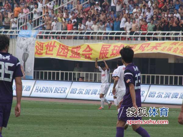 图文:[中超]陕西VS天津 于海庆祝