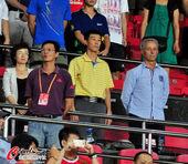 图文:[中超]广州4-1深圳 卡马乔助手和区楚良