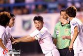 图文:[中超]大连1-1辽宁 于汉超起到队长职责