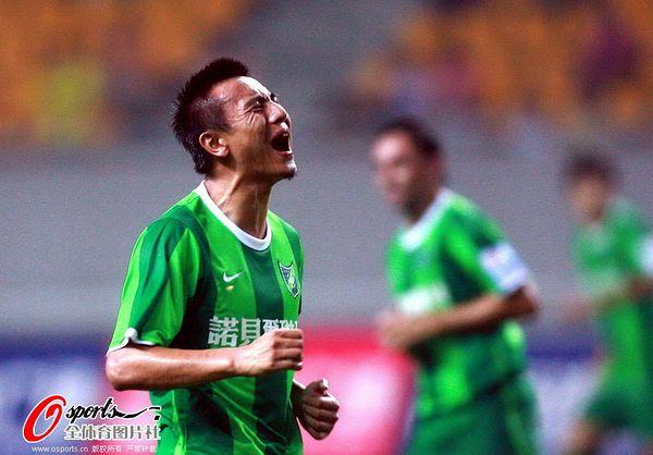 图文:[中超]杭州1-2河南 毛剑卿无奈错失良机