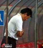 图文:[中超]杭州1-2河南 吴金贵陷入危机
