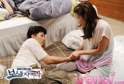 池城与崔江熙的吻戏剧照曝光; 《守护boss》2011年8月期 | 池城 崔江