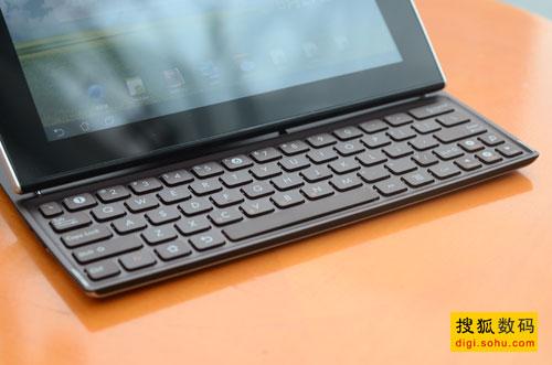 键盘的手感和空间都非常不错
