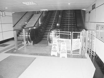 事发后故障电梯入口设置了围栏 屠仕超摄 屠仕超