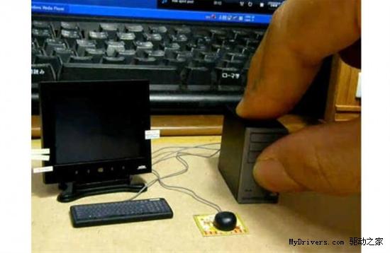 史上最小PC 主机和拇指等大