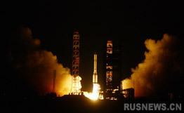 """综合媒体18日报道,俄罗斯航天署人士当天表示,俄罗斯目前最强的高技术通讯卫星""""Express-AM4""""使用""""质子-M""""运载火箭,从哈萨克斯坦境内的拜科努尔航天发射场发射。"""