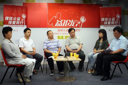 嘉宾由左至右:阮路明,黄震,吴润玲,许家成,谢斌,宋颂