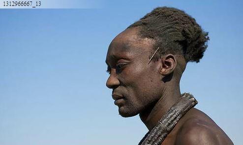 非洲人梳辫子的数量也因习俗不同而有差别.图片