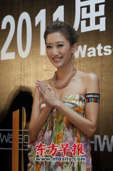 谢霆锋的妹妹谢婷婷昨在上海出席活动时称,哥哥谢霆锋还爱着张柏芝,只是现阶段不知道两人的婚姻该如何继续。早报记者 高征 图